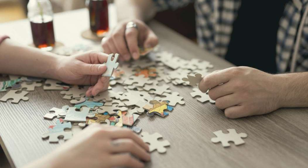 bermain puzzle bersama